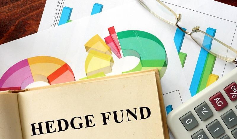 Spannend ist ein Blick auf den normalen Alltag von einem Hedgefonds-Manager in Deutschland. Der Tag beginnt früh am Morgen, denn hier muss erst einmal geschaut werden, was auf den Märkten über Nacht passiert ist. (#01)